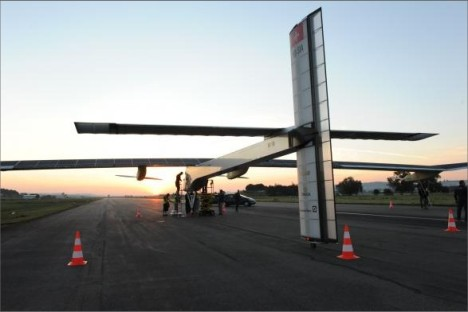 Solar Impulse on the ground with maintenance crew