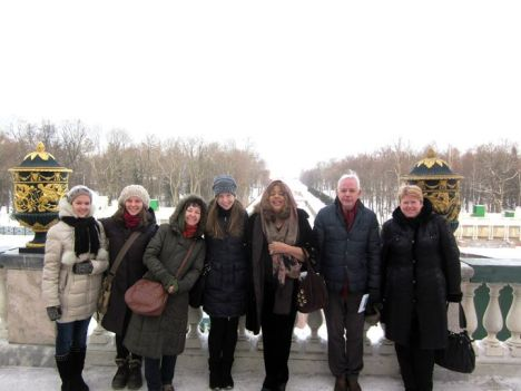 Bonnie and Vic, 2nd and 3rd from the right, at Peterhof Palace.